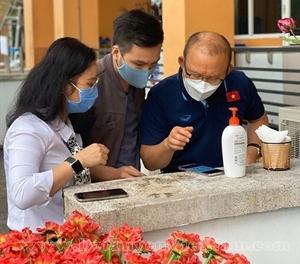 HLV Park Hang Seo tham gia thử thách rửa tay đúng cách phòng chống dịch cúm virus Corona