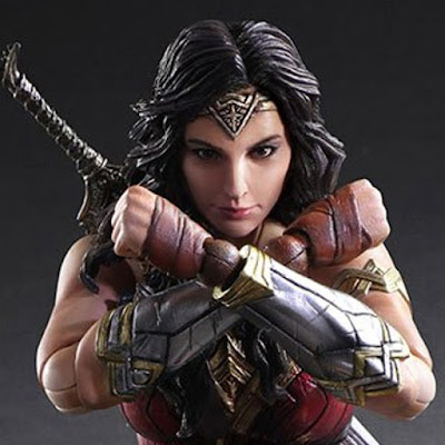 Wonder Woman Play Arts Kai di Square Enix