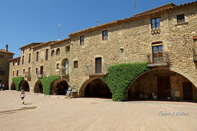 Plaça Jaume I, Monells