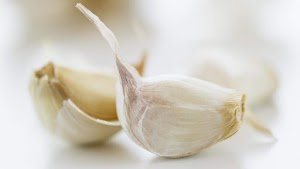 The benefits of garlic is better if eaten raw