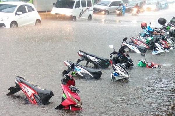Hal Yang Harus Dilakukan Saat Motor Terkena Banjir
