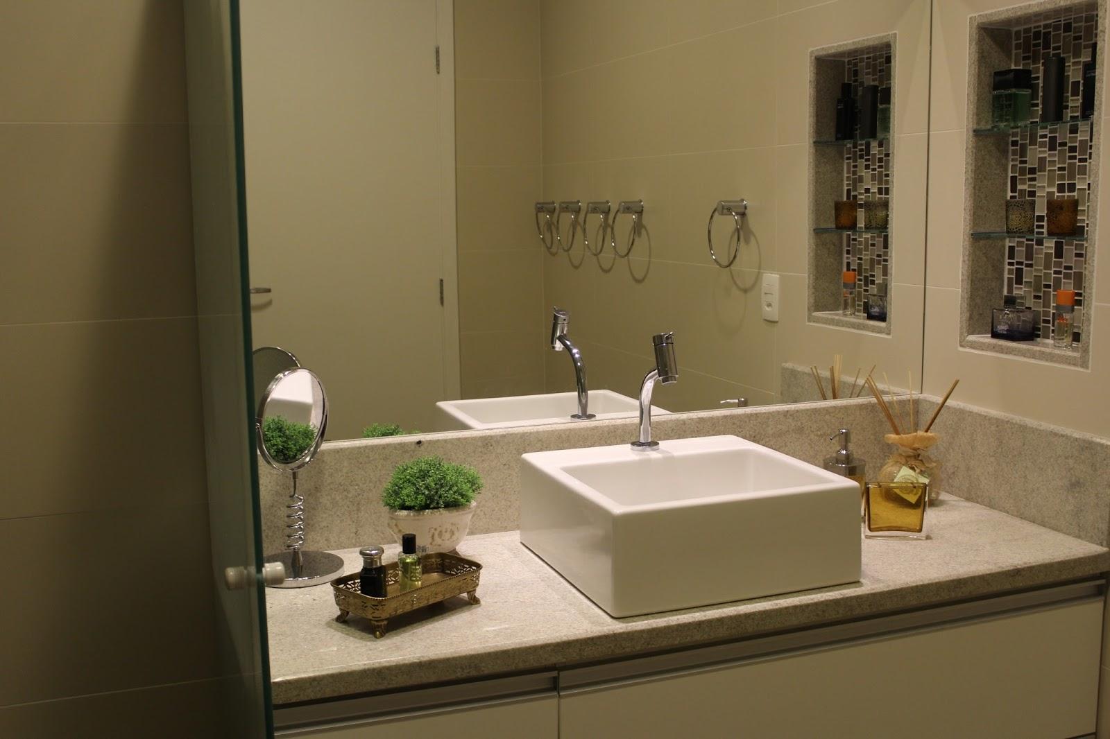 Revestimentos e pastilhas na cor cinza para o banheiro dos meninos  #9F782C 1600 1066