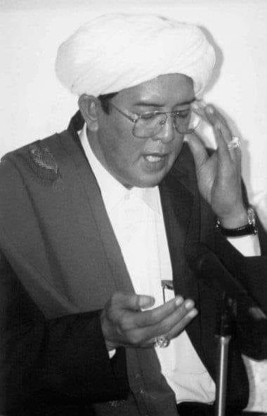 KH Muhammad Zaini Abdul Ghani ( akrab disapa Abah Guru Sekumpul )