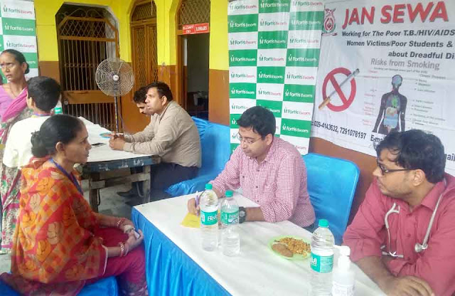 383 test checked free health camp by Jan Sewa Vahini and Fortis Escort Hospital
