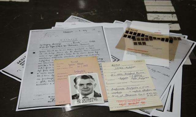 بالصور : بولندا تنشر وثائق سرية تفيد بوجود 'جيمس بوند 007'