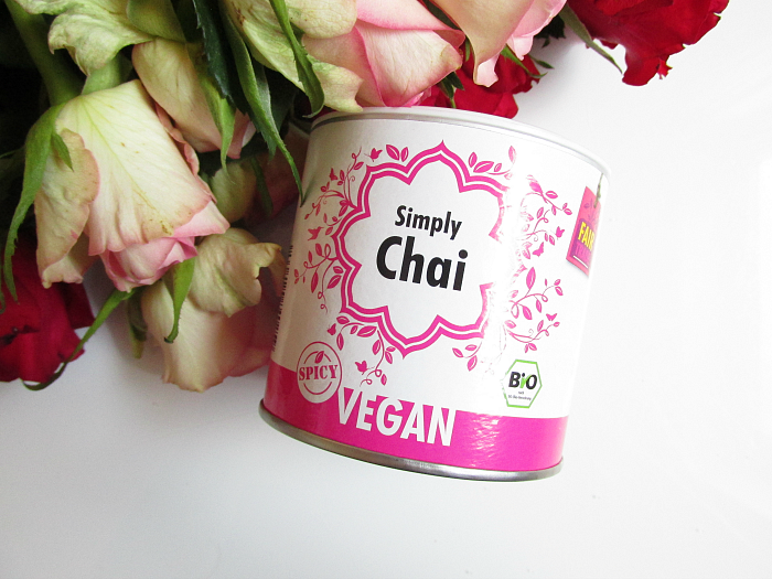 Unboxing: fem.box Fitness Box Dezember - SIMPLY CHAI - Spicy Tee - 125g - 5.50 Euro