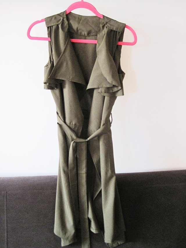 http://www.lovelywholesale.com/wholesale-trendy+turndown+collar+sleeveless+asymmetrical+chiffon+long+coat-g147619.html