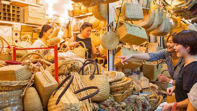 Chiang Mai có thể là một khu mua sắm hiện đại nhưng những cửa hàng và nhà hàng nơi đây sẽ giúp bạn thấy được mặt cổ kính của thành phố này.