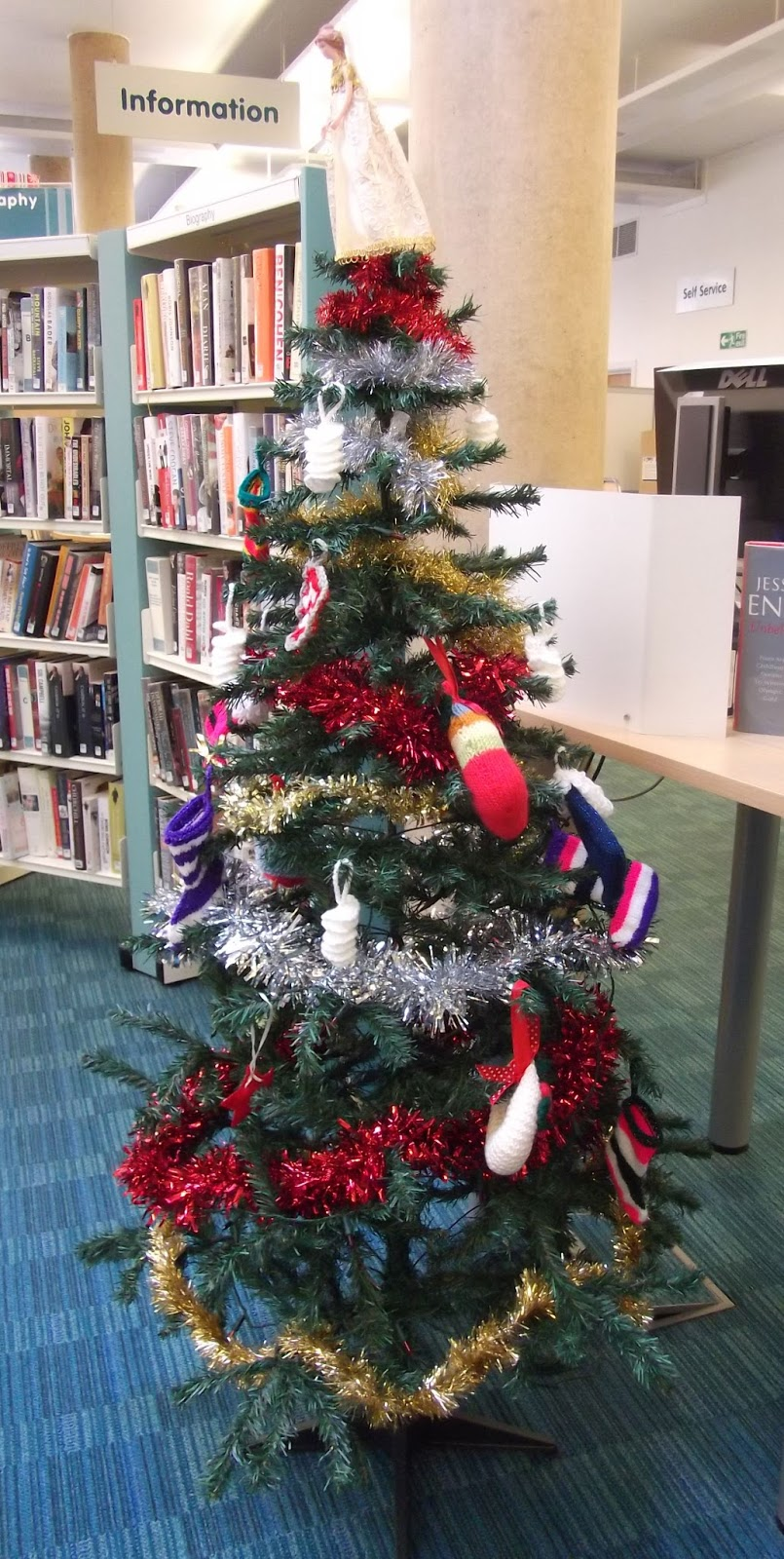 in 2015 huntingdon library asked the knitlit group that meets there if members would make knitted decorations for the forthcoming christmas tree - Library Christmas Decorations