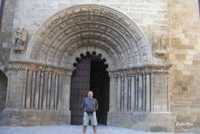 Caminando hacia las alturas iglesias y catedrales del for Interior iglesia romanica