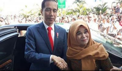 Ketua umum Perkumpulan Hononer K2 Indonesia (PHK2I) Titi Purwaningsih