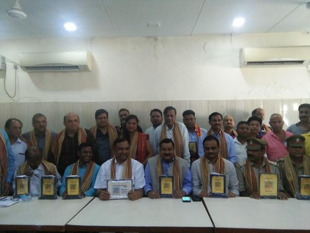 जनकपुरी कार्यक्रम में सहयोग करने वाले अधिकारियों व कर्मचारियों का सम्मान
