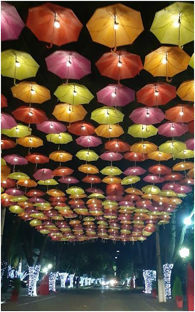 Dicas para curtir Holambra além da Expoflora - o que ver e fazer em Holambra (SP) - rua dos guarda-chuvas