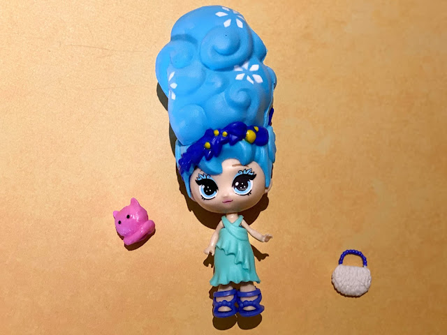 we got Aspen blume dolls from series 2  has blue hair a turquoise dress, white hand bag and pink cat accessory