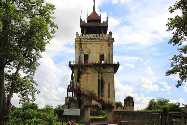 Torre del reloj Nanmyint (Ava, Myanmar)
