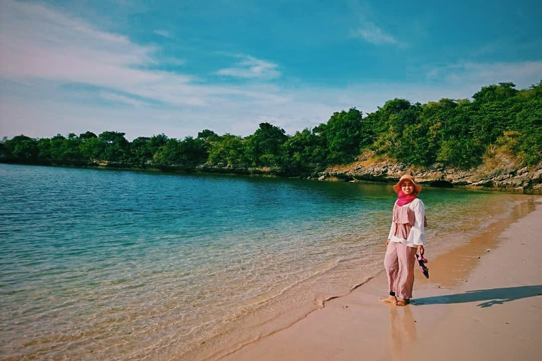 Gambar Pink Beach Lombok by @aagnica
