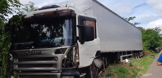 PRF atende acidente com vítima na BR 343 em Teresina.