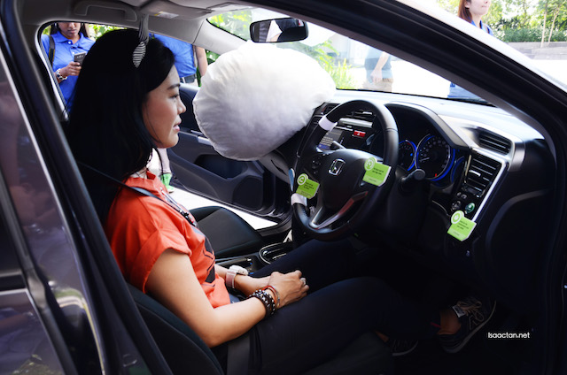 Prominent lifestyle blogger, Kelly Chin trying the Honda City for size.