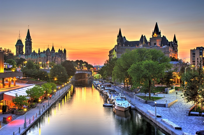 Ottawa Nightlife Strolling In The City