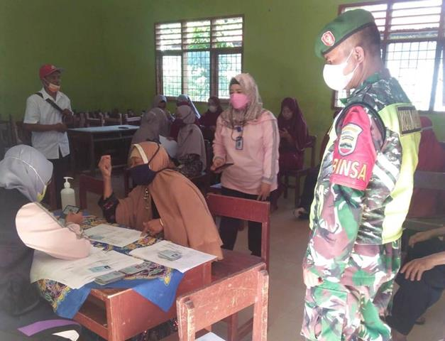 Vaksinasi Kepada Lansia Turut Didampingi Personel jajaran Kodim 0207/Simalungun