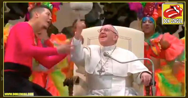 El Papa Comunista recibe a un circo cubano en el Vaticano
