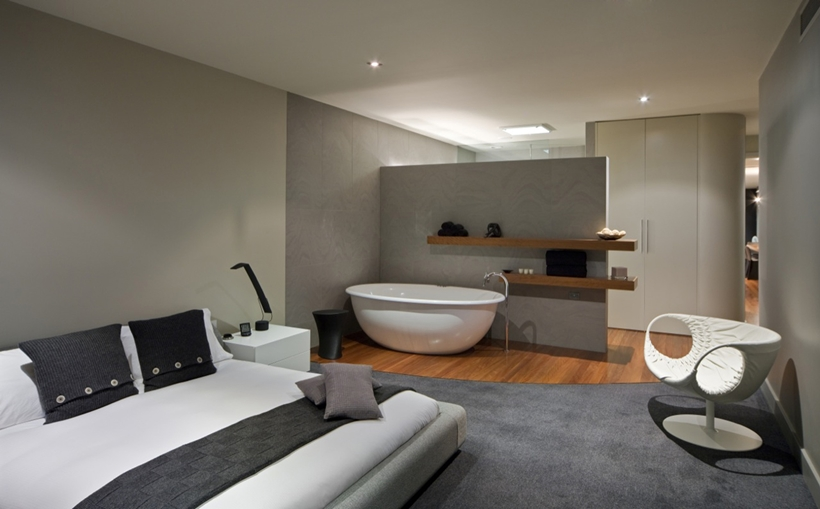 Modern bedroom with bathtub by Finnis Architects