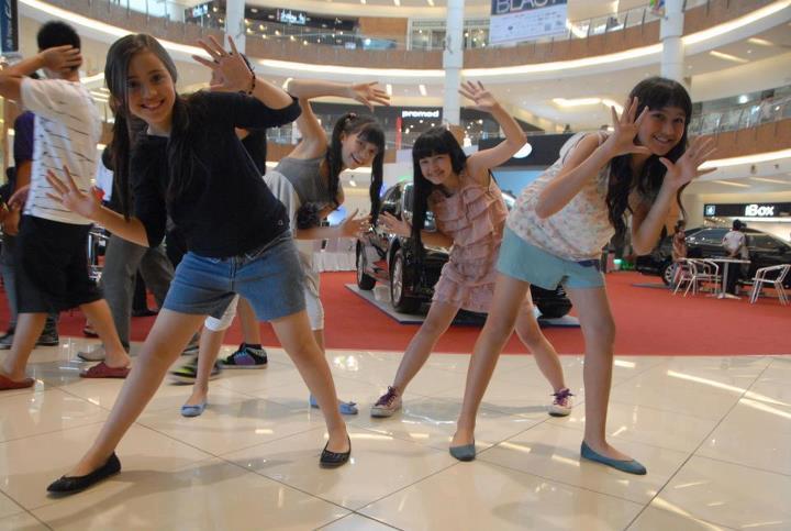 Girl Band Bessara