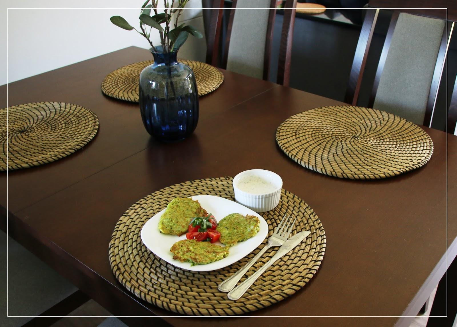 Kuchnia roślinna w prostej odsłonie. Przepis na placki z cukinii.