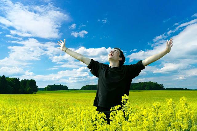 عبارات عن السعادة و الحب و التفاؤل ، كلام عن الفرحه و السعادة