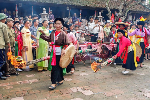 Rice cooking competitions (thi thoi com) in the festivals 5