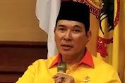 Sejumlah Pria Bertubuh Kekar Menyobek Spanduk Partai Berkarya, Ada Tommy Soeharto