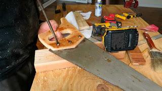 Colocando el mango con los tornillos