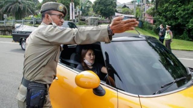 Kisah Ayu Tinting Yang Terkena Razia Ganjil Genap Di Bogor, Kok Malah Satpol PP Yang Dihukum ???
