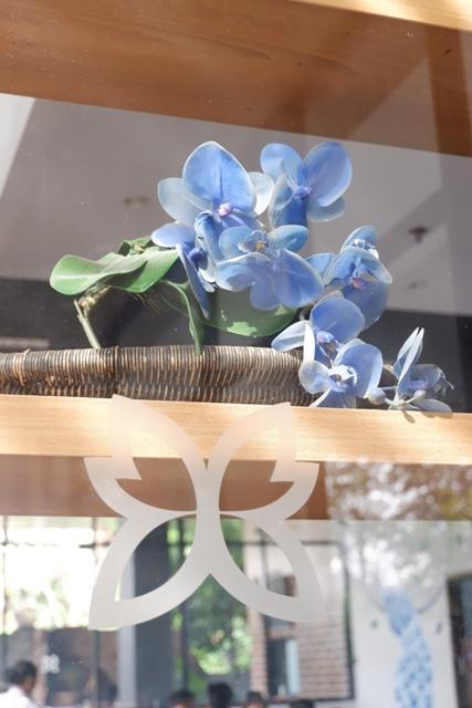 anggrek biru simbol dari logo batiqa hotel cirebon