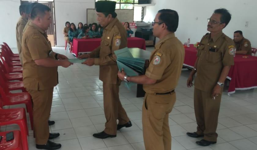 Wakil Bupati Tapanuli Utara Sarlandy Hutabarat saat memimpin Serah-Terima Jabatan di Siborong-borong.