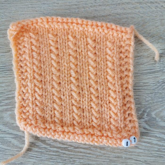 point de graminée au tricot, vue de face, par Chat Tricote Par Ici, Hello c'est Marine