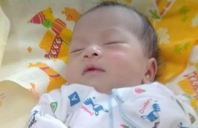 Bayi Perempuan Cantik Baru Lahir Ini Diduga Dibuang Ibunya Depan Warung