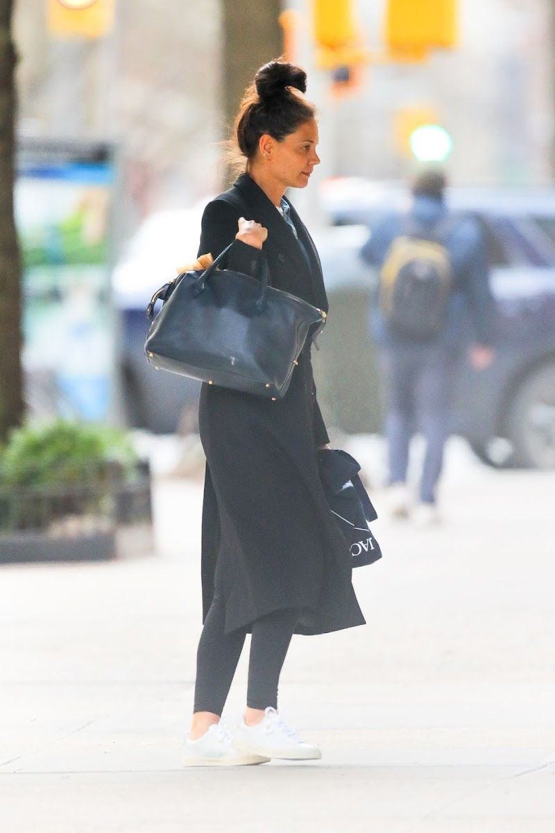 Katie Holmes Heading Back to Her Home in New York 20 Feb-2020