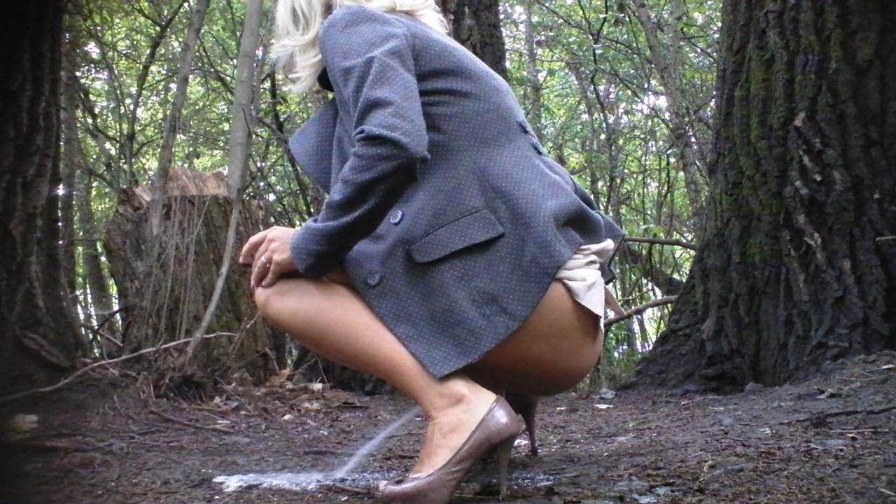 Peeing girls voyeur pictures voyeur russian #15