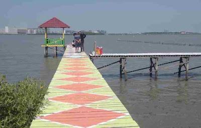 Kreatif, Pantai Mangrove Karangkering Disulap Warna warni