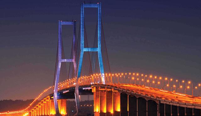 jembatan terpanjang suramadu
