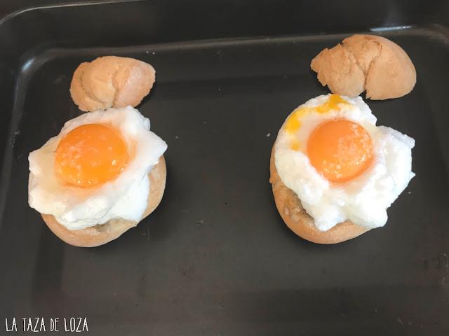 Huevos en placa para hornear