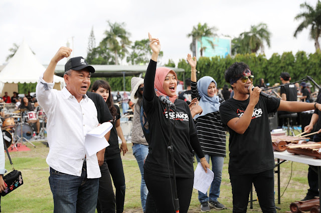 Kegiatan ini menghadirkan ratusan musisi Lampung untuk bermain musik secara masal.