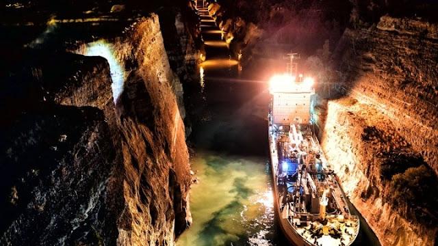 Παραλίγο τραγωδία από κατολίσθηση στον Ισθμό της Κορίνθου την στιγμή διέλευσης πλοίου (βίντεο)