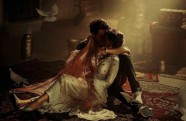 Aaya Jado Da Lyrics - Asees Kaur - Download Video or MP3 Song