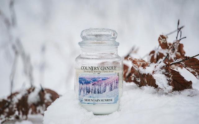 Mountain Sunrise Country Candle - zimowy spacer po ośnieżonym lesie - Czytaj więcej »