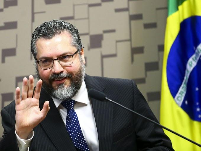 Após pressão de Senadores, Ernesto Araújo pede demissão do Ministério das Relações Exteriores