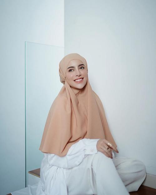 Appear Practical and Charming with Hijab Bergo