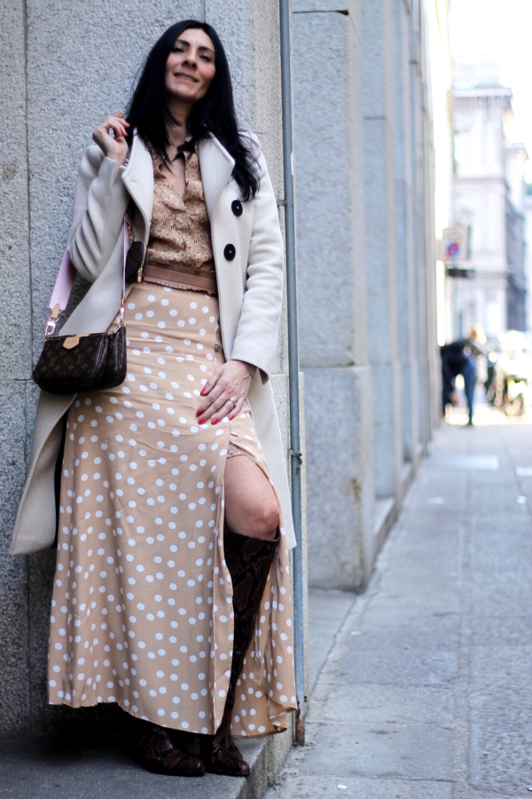 gonna a pois, outfit da ufficio, look, lookoftheday, outfitoftheday, paola buonacara, fashionblogger, italianfashionblogger, themorasmoothie, influencer, outfit pois, skirt pois, look in beige, beige look, outfit beige, look primaverile