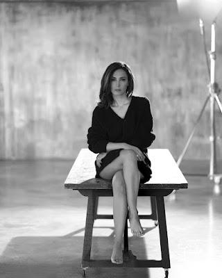 Caterina Balivo foto oggi 1 ottobre bianco e nero